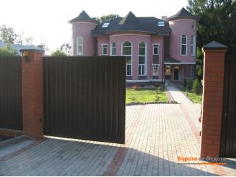 Откатные ворота с полотном из сэндвич-панелей 2200*1400