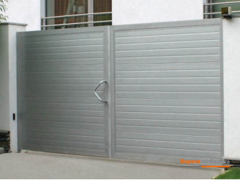 Распашные ворота стандартных размеров в алюминиевой раме с калиткой