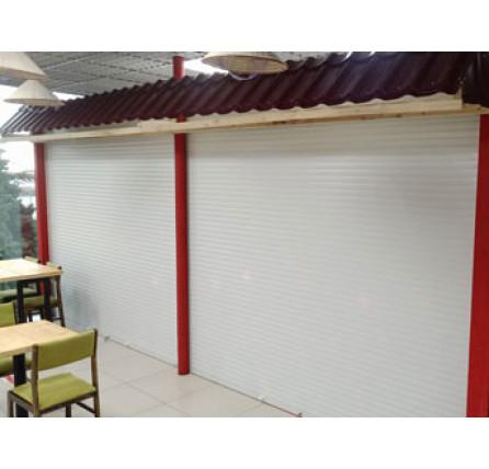 Защитные роллеты для кафе в ТЦ 2500×2500